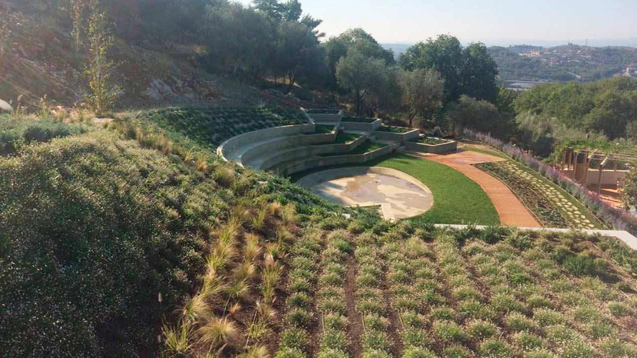 Perugia – Intensive Hanging Greenery
